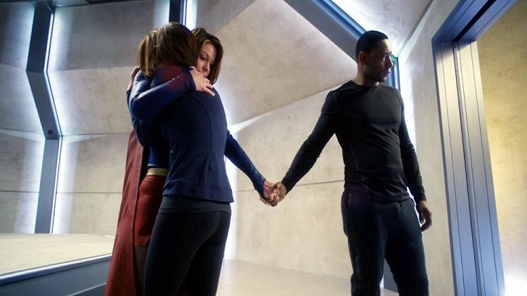 Supergirl-Review-Kara-Alex-Hank-Hug