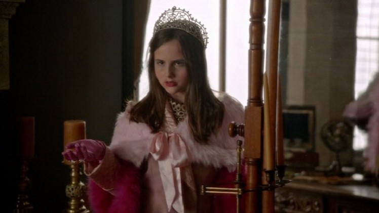 Once-Upon-a-Time-5x19-Sisters-Young-Regina-plays-throwing-fireball-at-Zelena-720x409