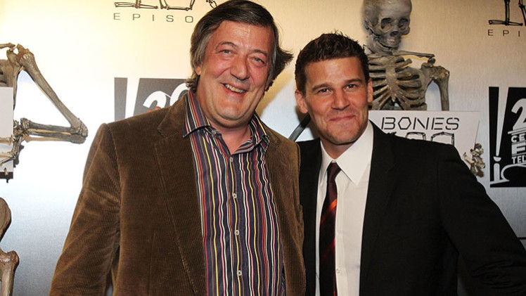 Stephen Fry regressa para o final de Bones