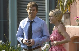Michael C. Hall as Dexter Morgan and Julie Benz as Rita Morgan (Season 4, episode 1) - Photo: Randy Tepper/Showtime - Photo ID: dexter_401_0109