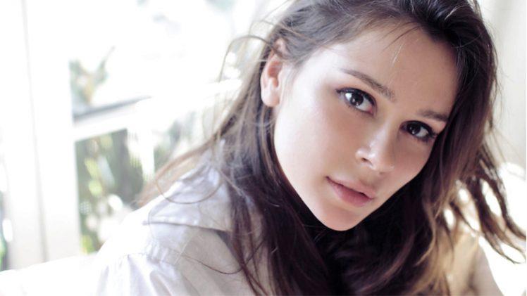 Bella Dayne