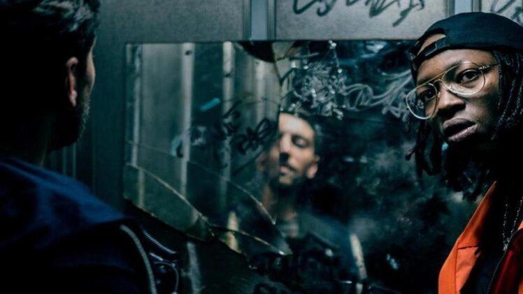 Tony e Franck na 1.ª temporada de Dealer, ao lado de um espelho partido